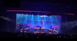 La chanson bénéficiait de visuels dès le Black City Tour 1
